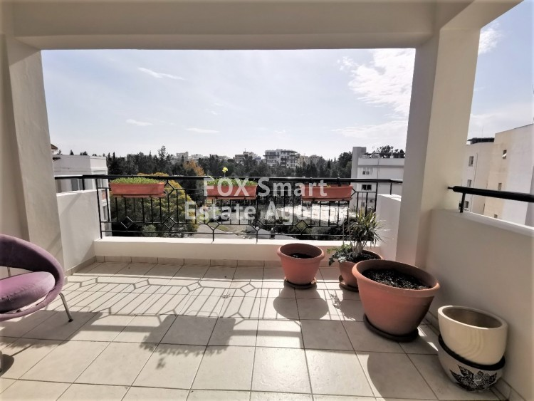 Top floor 3 bedroom flat with large verandas with Akropolis Park views