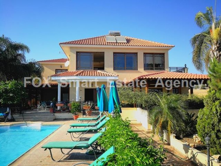 To Rent 4 Bedroom Detached House in Potamos germasogeias, Limassol