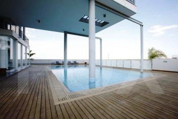Luxury Modern 5 Bedroom Villa with swimming pool built in almost 4 plots of land in Geri