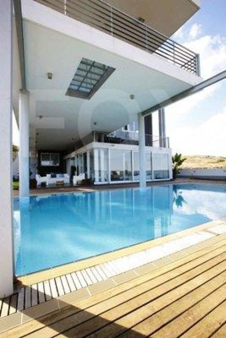 Luxury Modern 5 Bedroom Villa with swimming pool in Geri